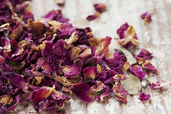seasoning with rose petals, Damask rose petals and buds