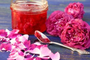 use of edible rose petal in cooking and making jam, dried rose petal